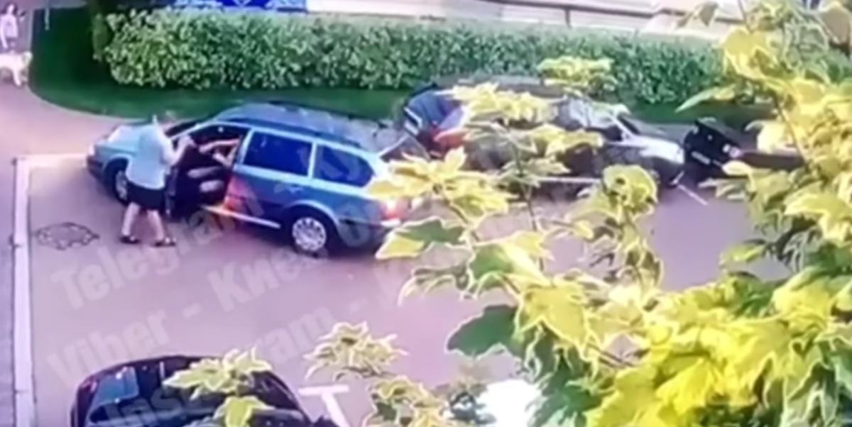 Конфлікт через паркування потрапив на відео / скріншот