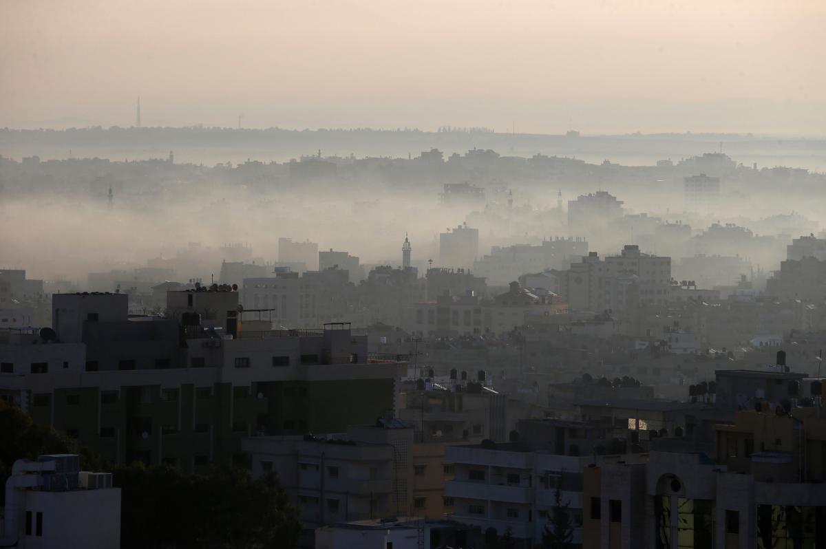 Силами гражданской обороны удалось потушить пожар / REUTERS