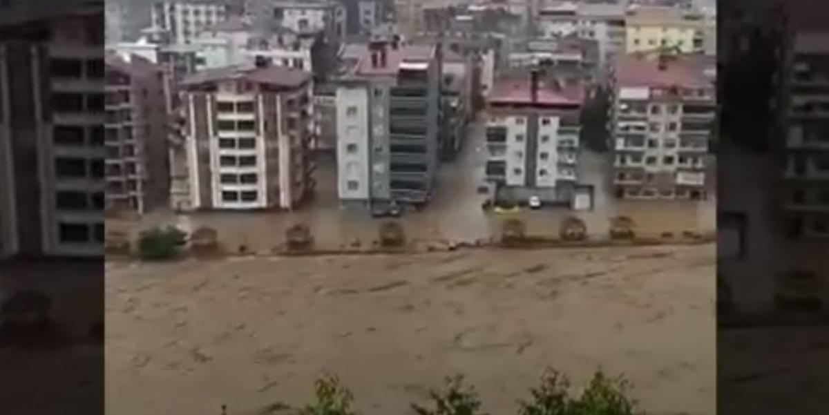 В Турции после ливней началось наводнение / скриншот с видео