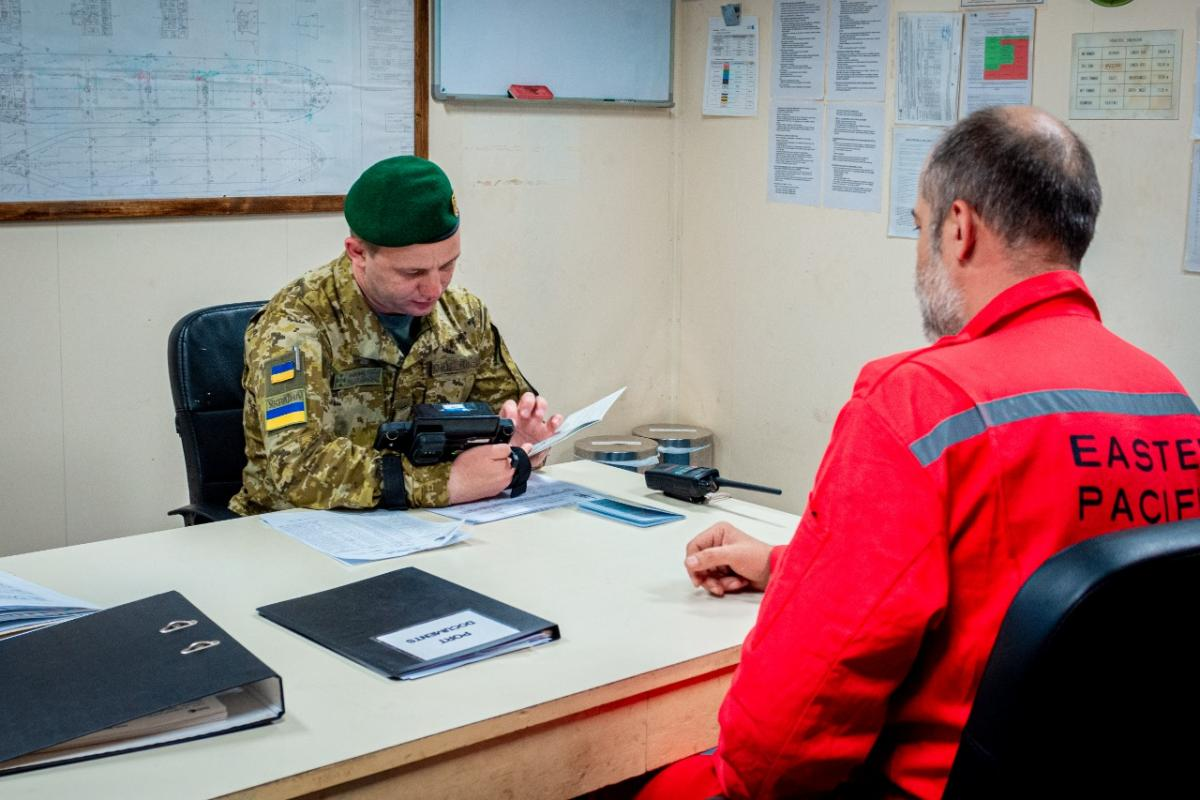 Росіяни показали недійсні паспорти окупованого Криму / dpsu.gov.ua