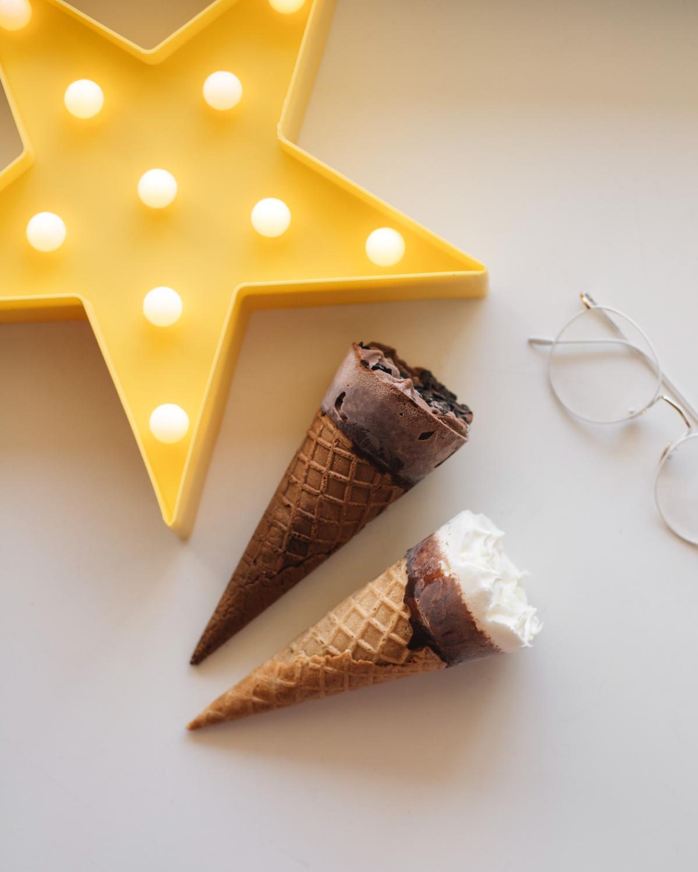 Морозиво пломбір і шоколадний пломбір МОРЖО в вафельному цукровому ріжку