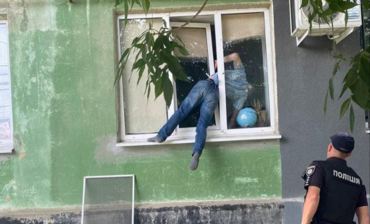 Бедняга едва не задохнулся / фото: Патрульная полиция Херсонской области