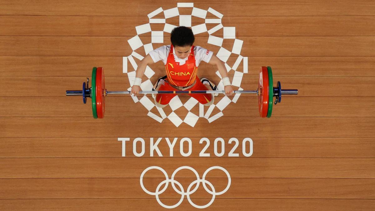 Китаянка Хоу Чжихуей виграла золото у важкій атлетиці / фото REUTERS