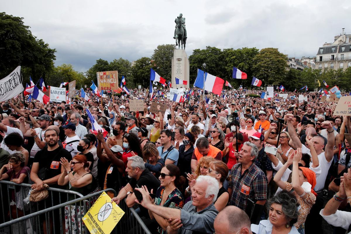 Акция протеста в Париже / фото REUTERS