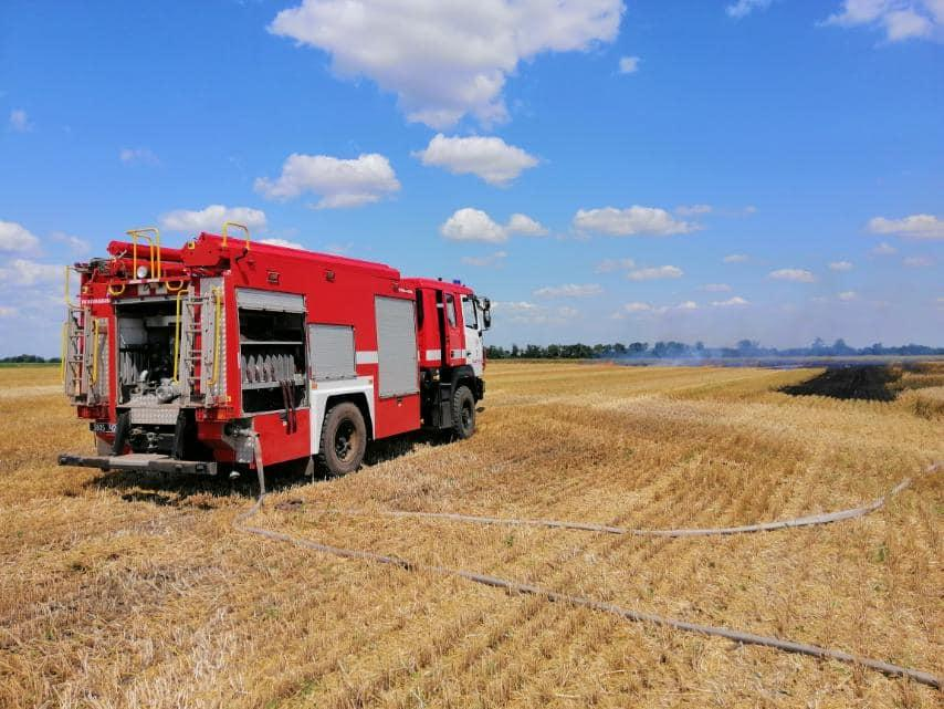 Пожарные тушили пожар силами двух подразделений / фото - facebook.com/DSNSMYKOL