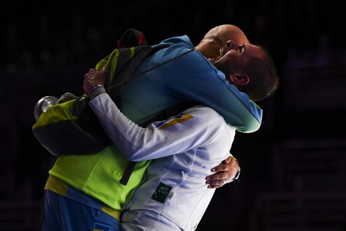 Игорь Рейзлин с отцом, который его тренирует / Фото REUTERS