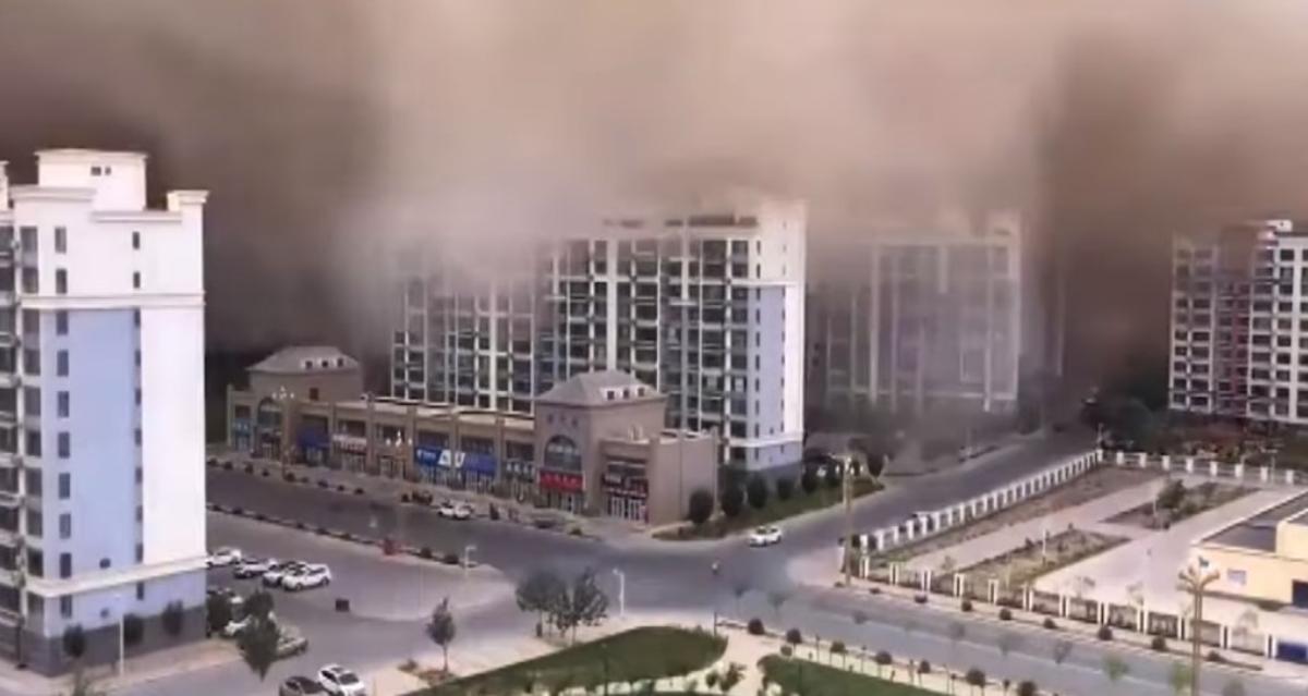 На одну из китайских провинций обрушилась песчаная буря / скриншот с видео