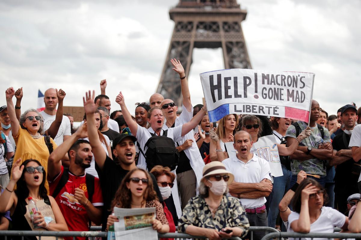 Нові обмеження призвели до протестів і політичної напруженості у Франції / фото REUTERS