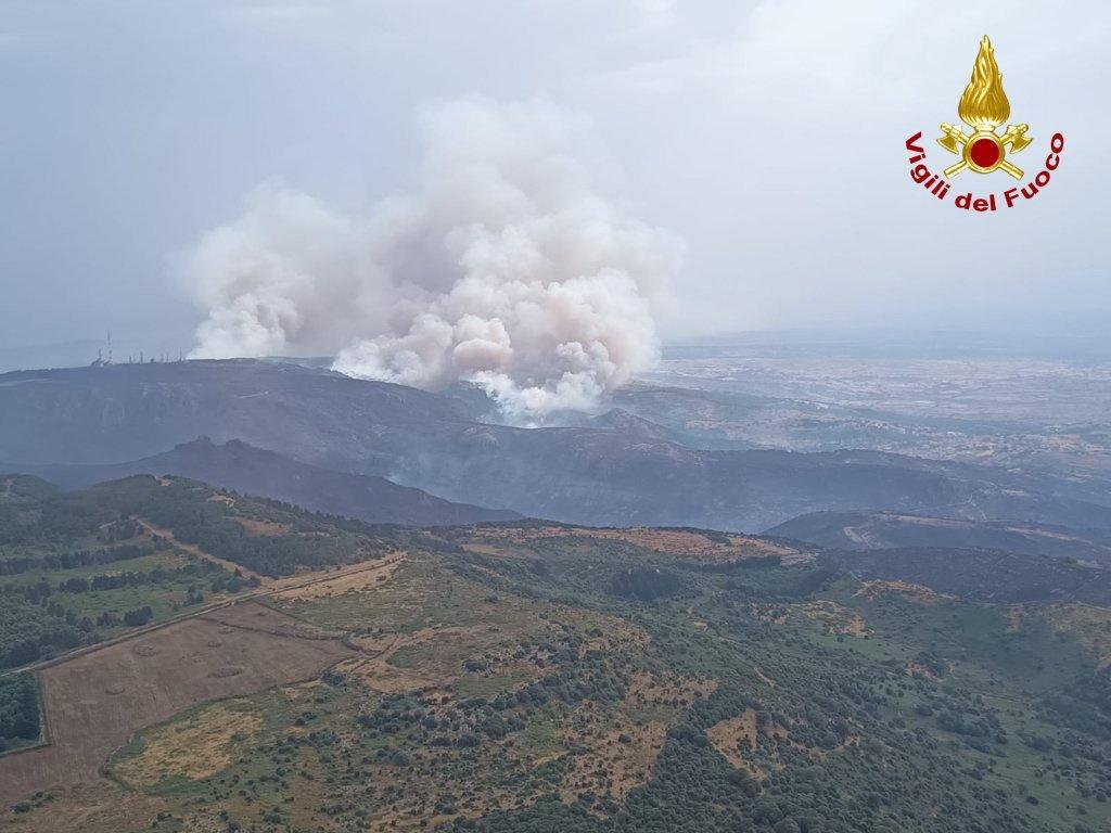 На курортной Сардинии бушуют лесные пожары / фото Vigili del Fuoco