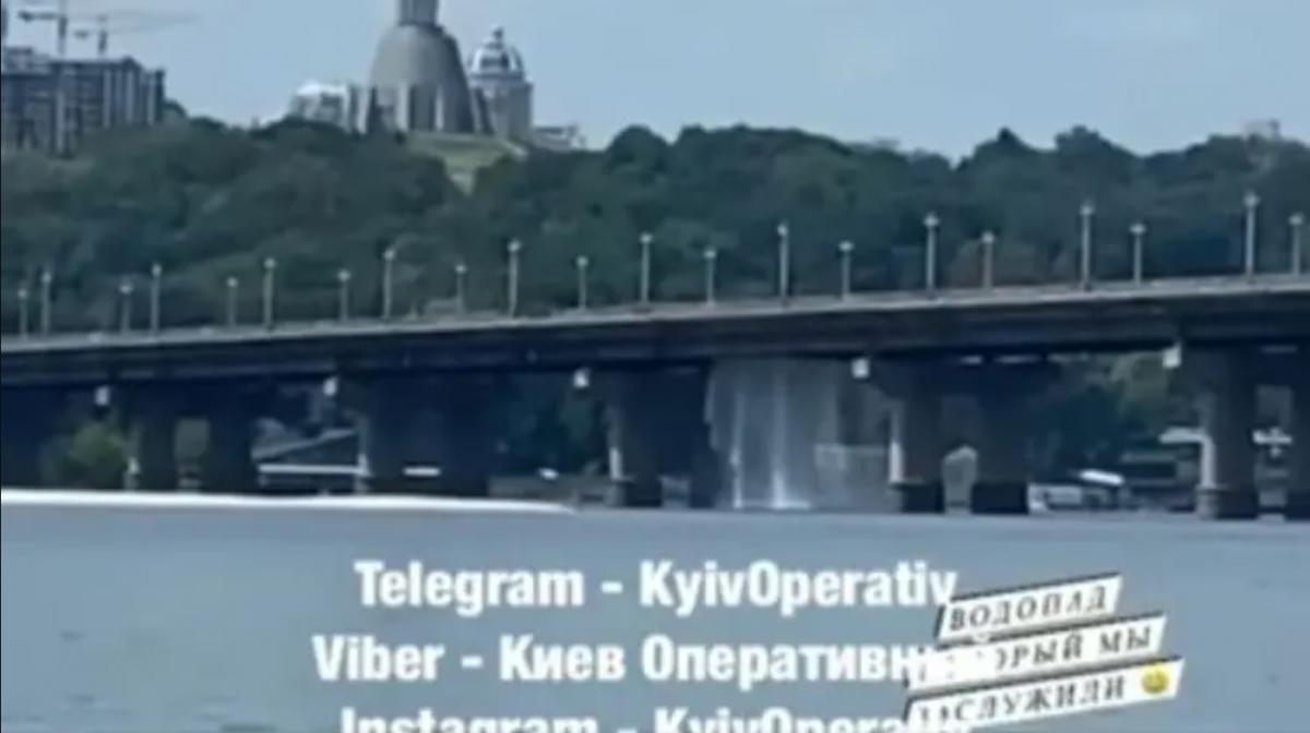 """Міст Патона знову """"плаче"""" / скріншот з відео"""