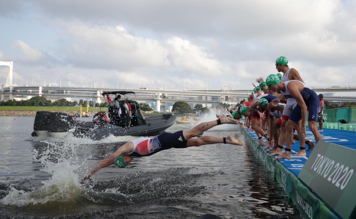 Старт тріатлоністів / фото REUTERS