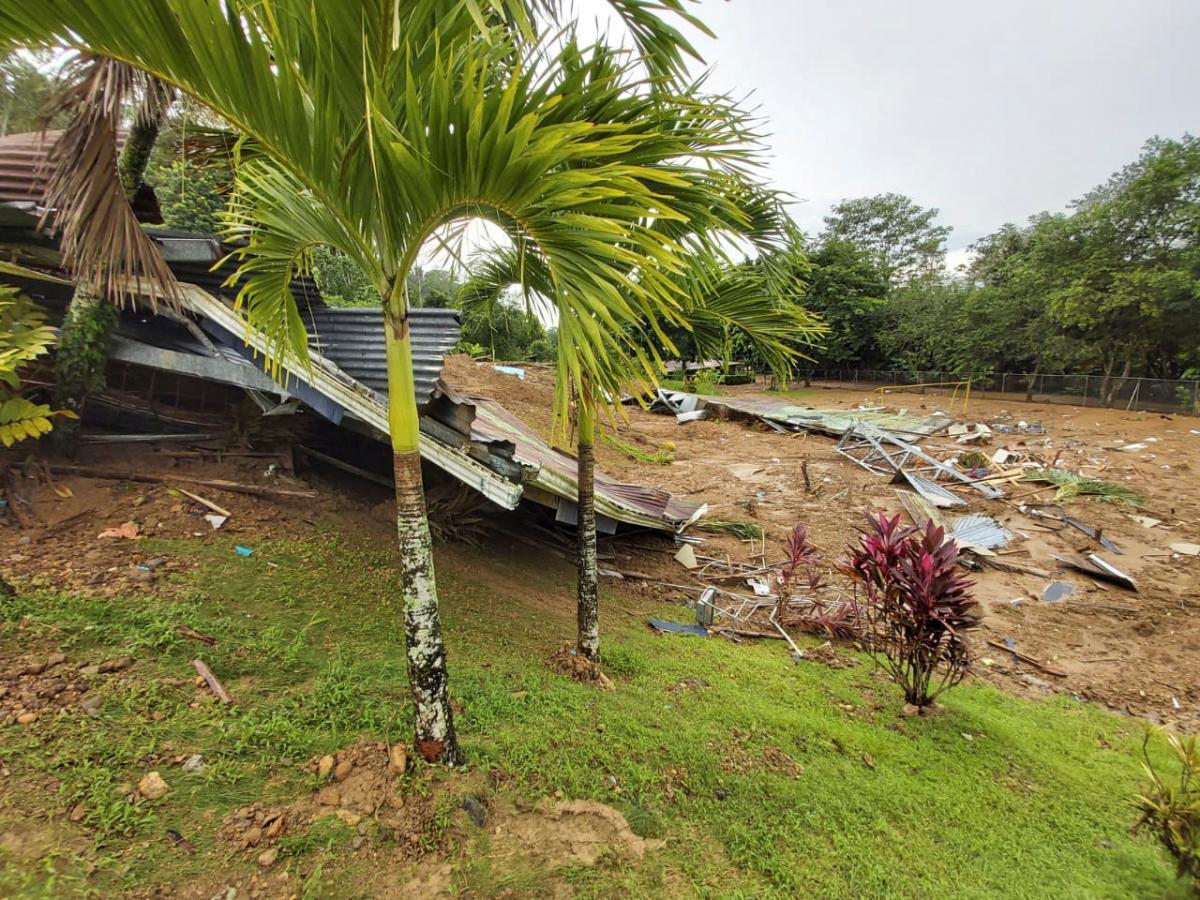 Потужні дощі в Коста-Риці призвели до руйнівних паводків / фото REUTERS