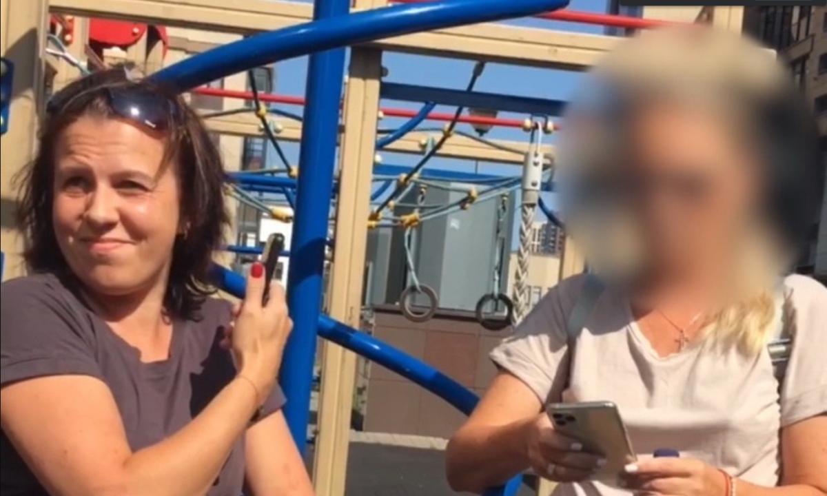 У Росії жінка проганяла з майданчика дітей-інвалідів / скріншот з відео
