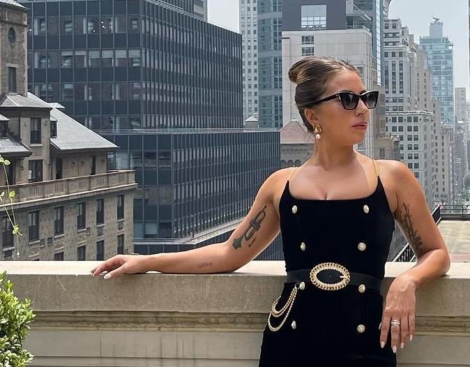 Леді Гага постала в приталеній сукні / instagram.com/ladygaga