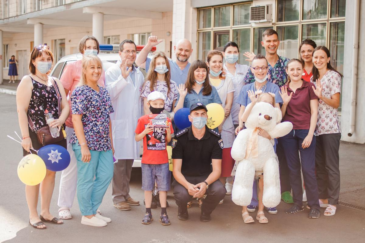 Детей выписали из больницы / фото facebook.com/ndslohmatdyt