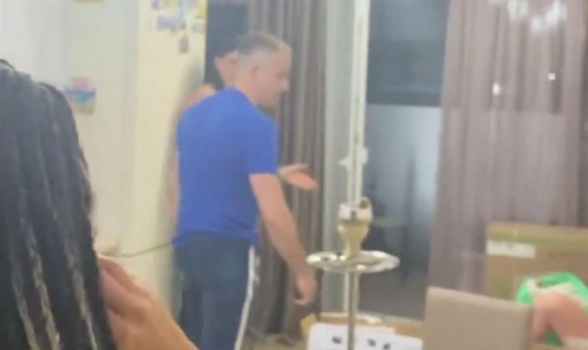 Мужчине не понравился праздник у девушек / скриншот из видео