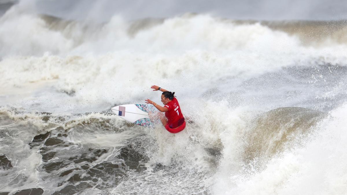 Американка Карісса Мур виграла золоту медаль з серфінгу / фото REUTERS
