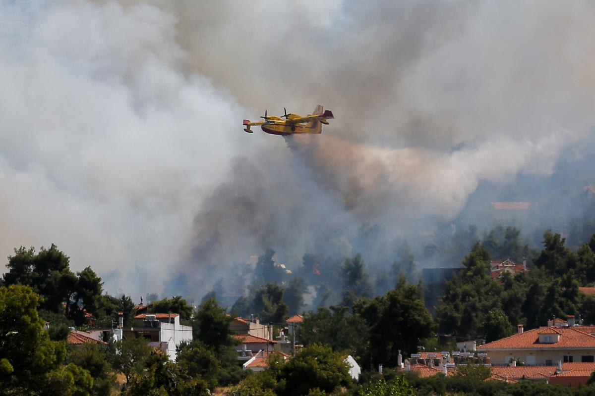 Грецію охопили лісові пожежі / фото REUTERS