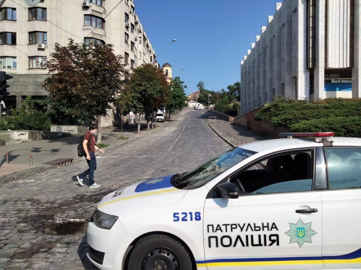В Киеве перекрыли улицу Трехсвятительскую / фото УНИАН, Таня Поляковская