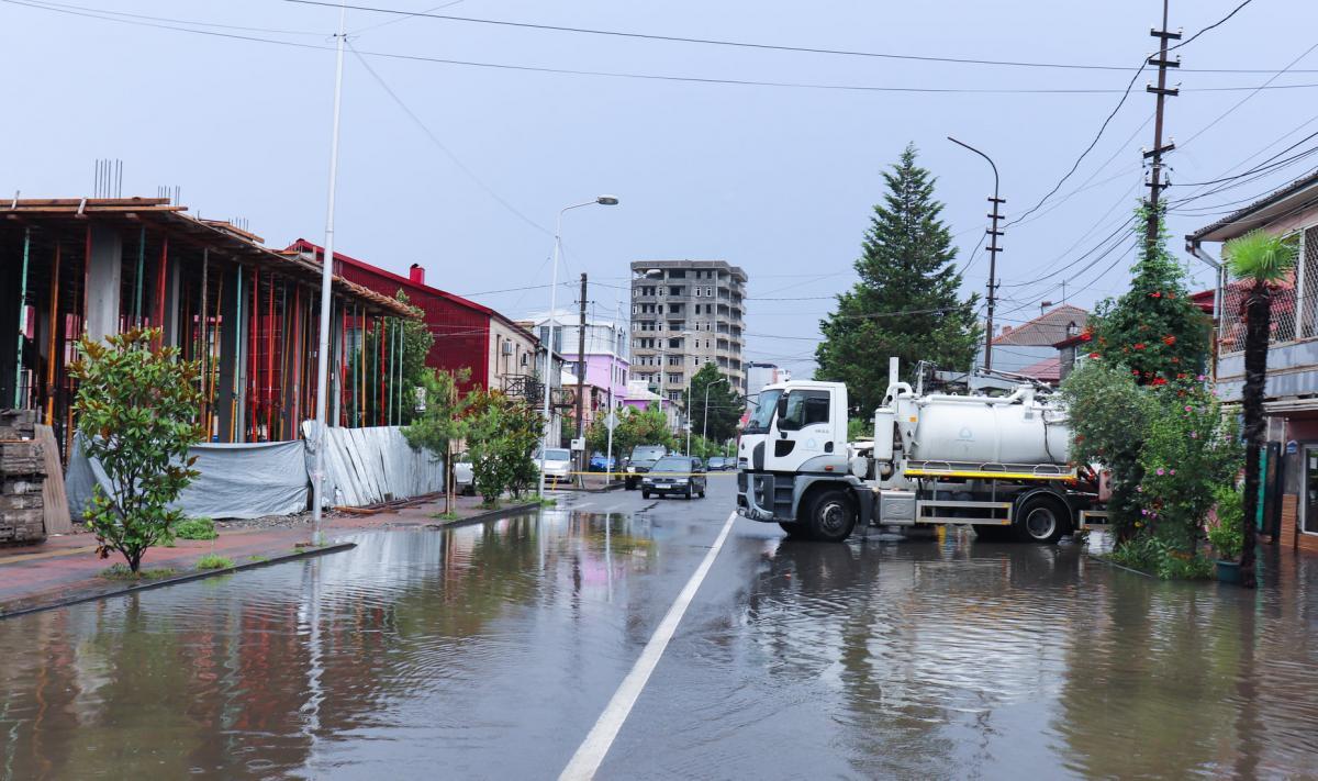 Потужні зливи розмили дороги / фото мерія Батумі