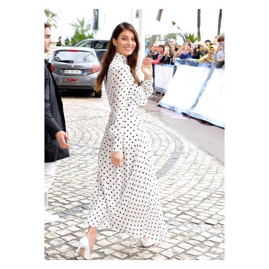 Платье в горох - тренд сезона / instagram.com/camilamorrone