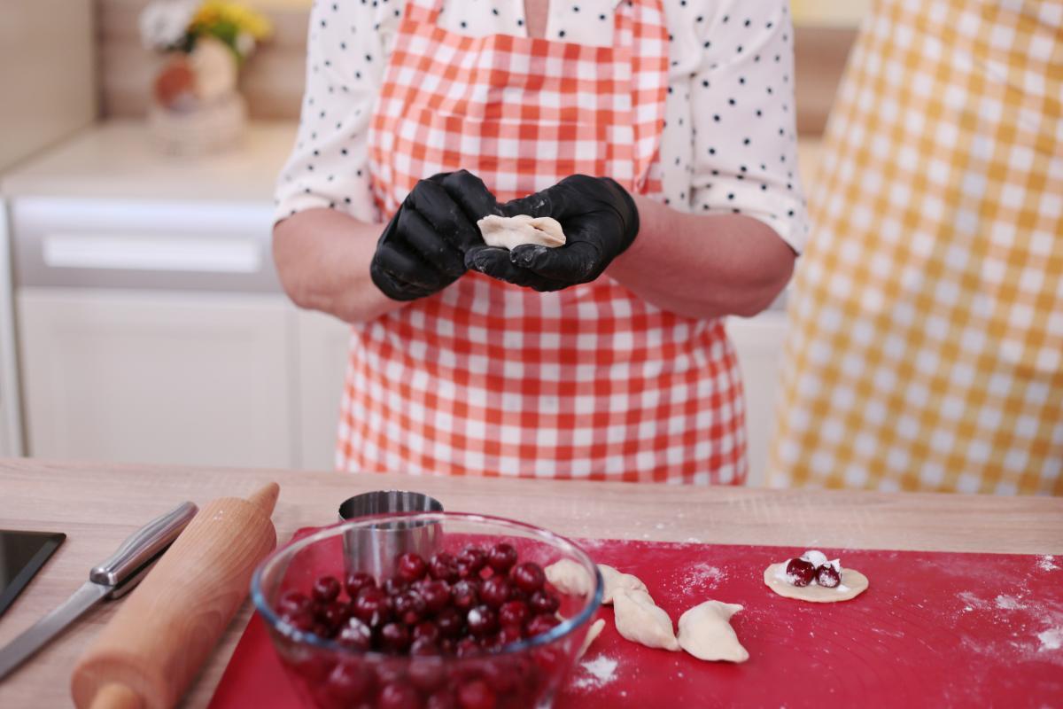 Как приготовить вареники с вишнями / Пресс-служба 1+1