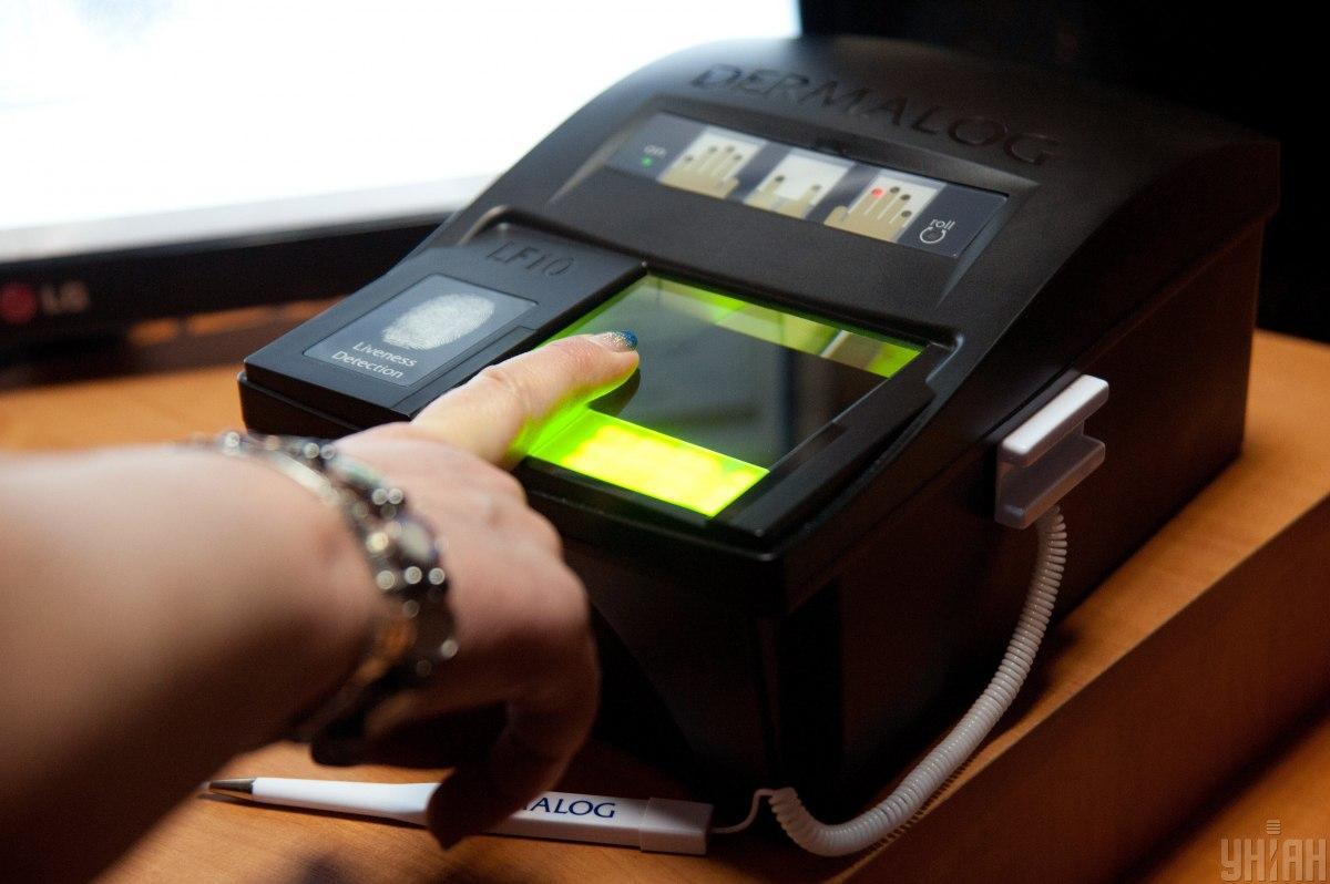 Для оформлення українських віз іноземці здаватимуть біометрію / фото УНІАН, Олександр Прилепа