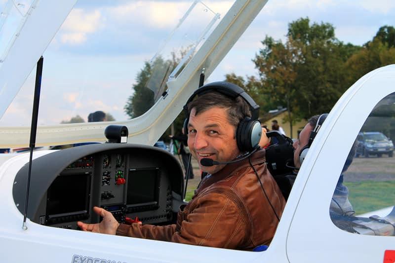 За словами Дмитра Комарова, Табанюк мріяв зробити Коломиюодними з воріт до українських Карпат для всього світу / фото Коломийський аеродром малої авіації