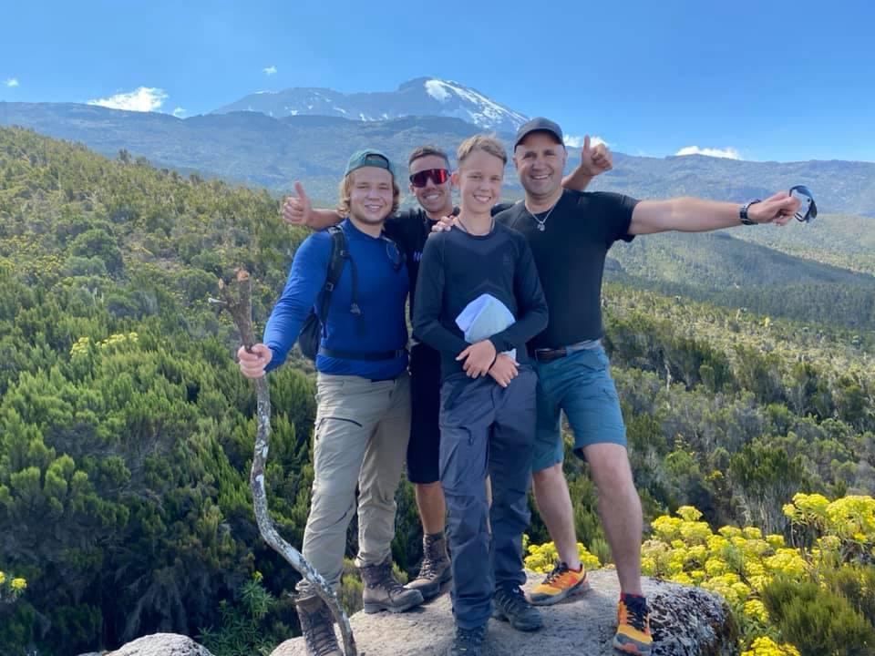 13-річний українець підкорив гору Кіліманджаро / фото facebook.com/vedmezh