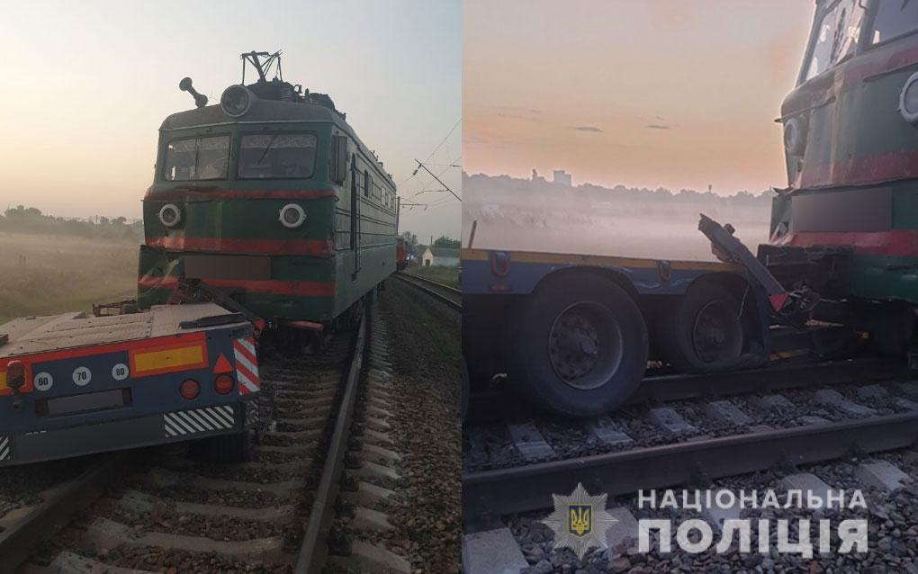 Вантажівка з комбайном виїхала на переїзд / фото прес-служба поліції Полтавської області
