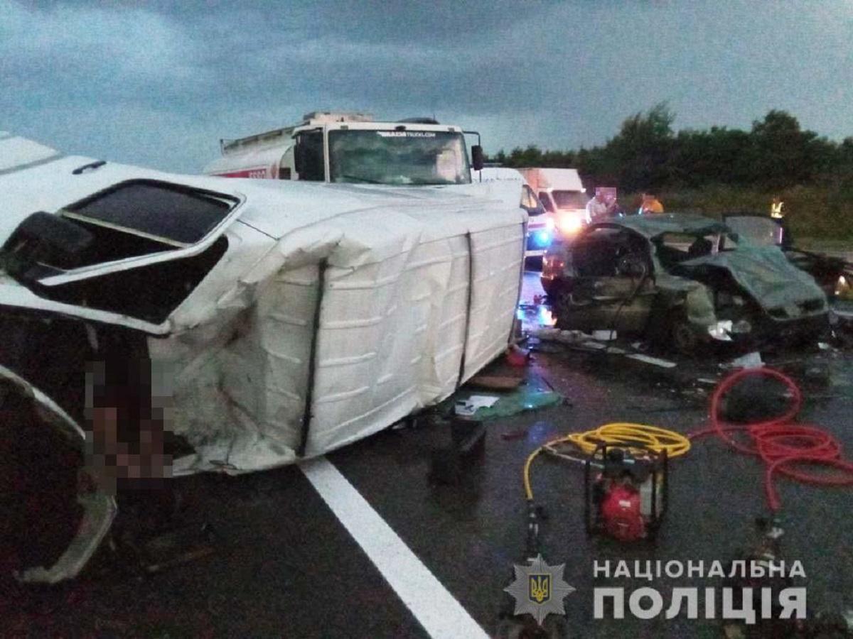 Серед травмованих внаслідок ДТП - двоє дітей / фото dp.npu.gov.ua