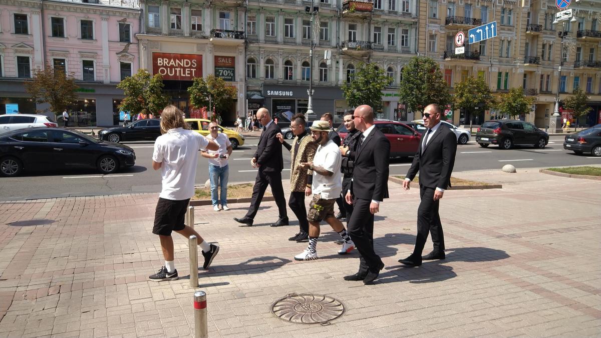 Поруч з двійником Моргенштерна йшов двійник Тіматі / фото Стас Козлюк