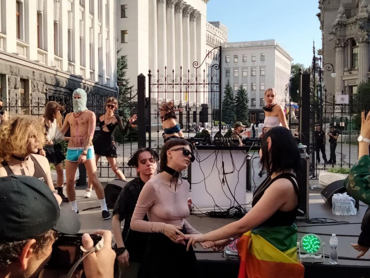 Акция ЛГБТ на Банковой / Фото УНИАН, Таня Поляковская