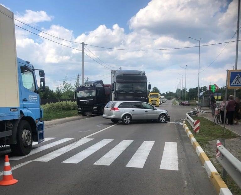 Авто сбило пожилого мужчину и мальчика / фото пресс-служба полиции Киевской области
