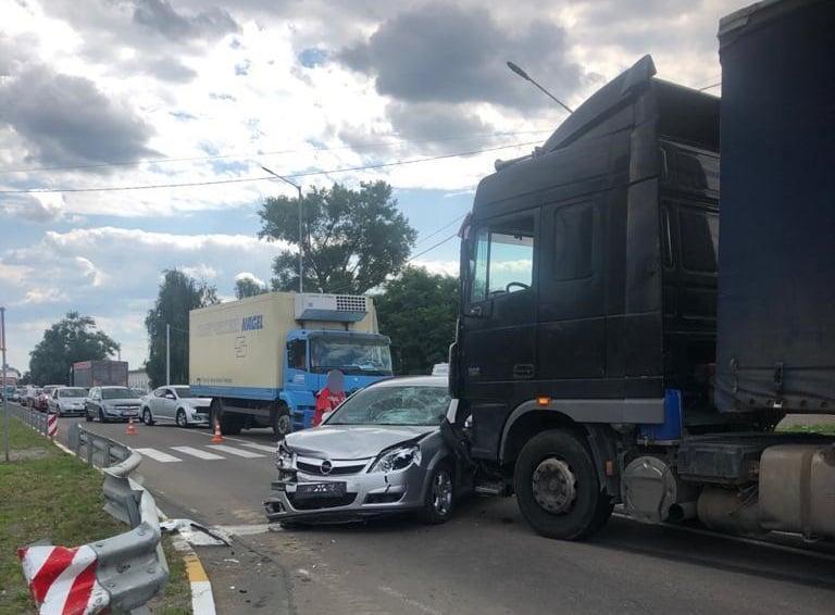 После наезда на пешеходов авто врезалось в фуру/ фото пресс-служба полиции Киевской области