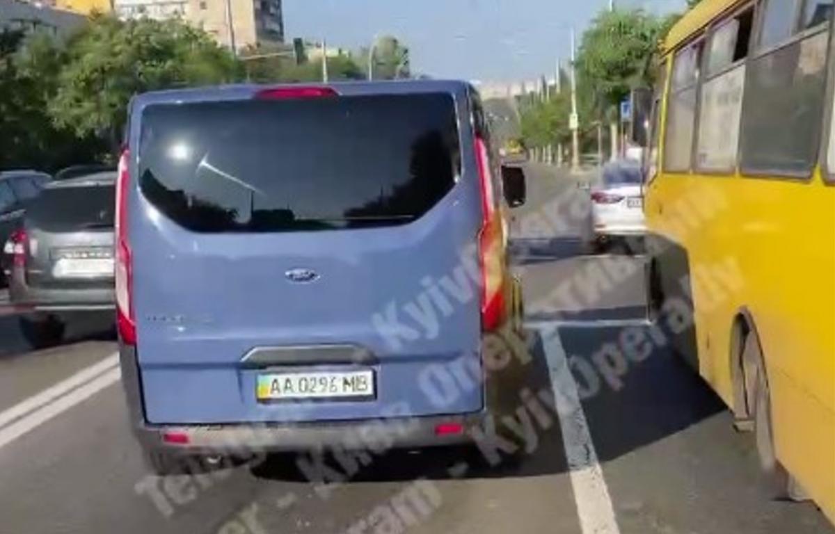 Синий микроавтобус НАБУ / скриншот из видео