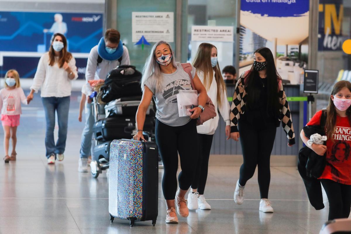 Украинских туристов будут впускать в Швейцарию/ фото REUTERS