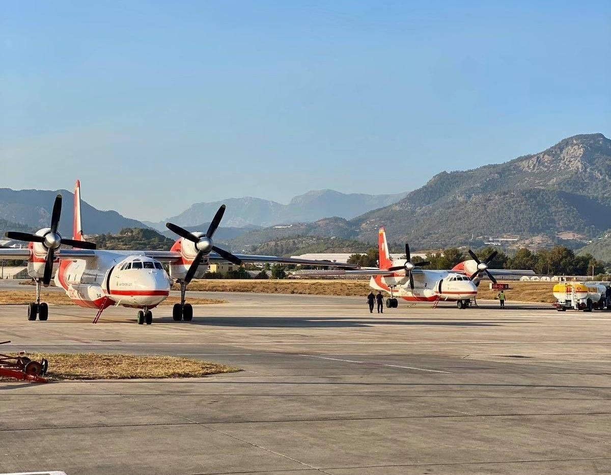 Украинские пожарные самолеты Ан-32П в Турции / фото facebook.com/MNS.GOV.UA