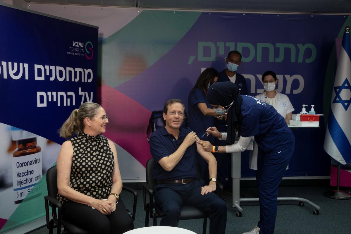 Президент Ізраїлю вакцинувався втретє / фото REUTERS