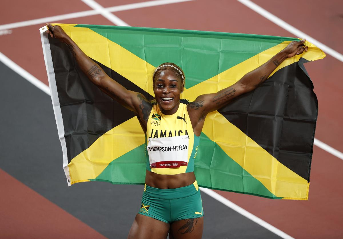Легкоатлетка с Ямайки Элейн Томпсон стала олимпийской чемпионкой Токио / фото REUTERS