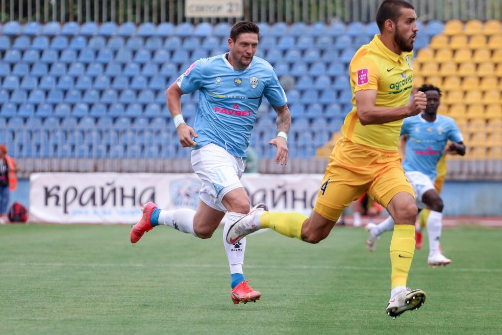 Евгений Селезнев в голубой форме / фото УПЛ