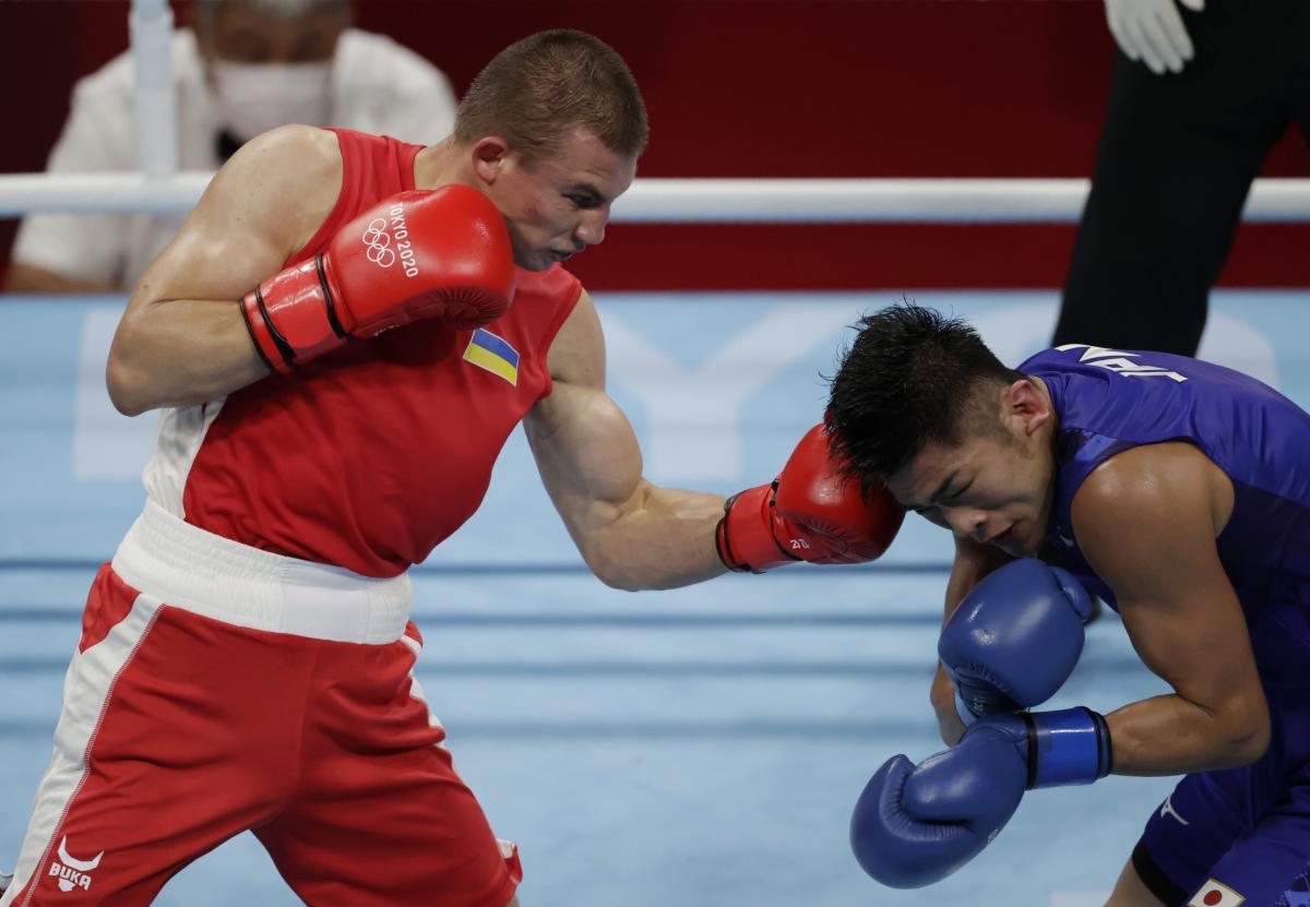 Александр Хижняк (слева) попытается выйти в полуфинал боксерского турнира / фото REUTERS