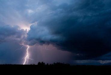 Почти по всей Украине объявили штормовое предупреждение: где будет буря (карта)