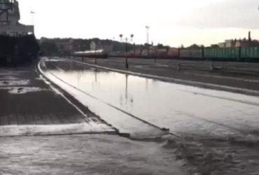 Непогода в Черновцах: сильный ливень затопил дороги и железнодорожные пути