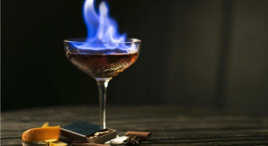 """""""Вирішив зачарувати"""": на Чорному морі бармен випадково виплеснув на туристку вогняний коктейль"""