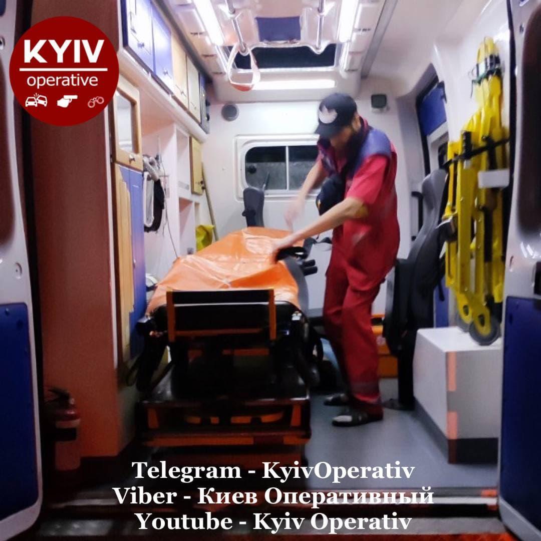 Правоохоронці знайшли закривавленого таксиста на Київщині / фото t.me/KyivOperativ