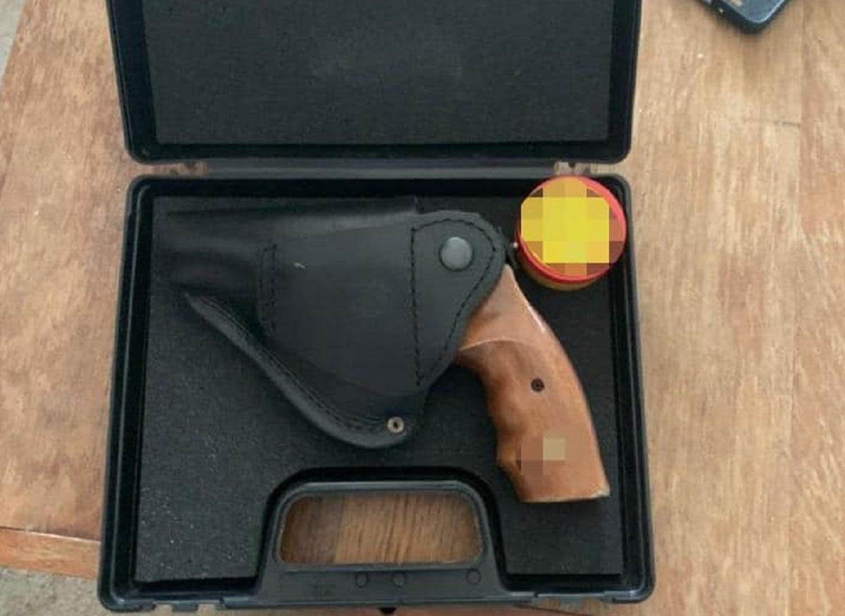 """Дома у задержанного нашли револьвер """"Флобер"""", из которого, вероятно, он и стрелял / фото полицииКиева"""
