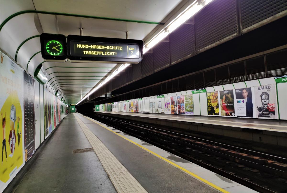 У громадському транспорті Австрії все ще необхідні маски і дистанція / фото Марина Григоренко