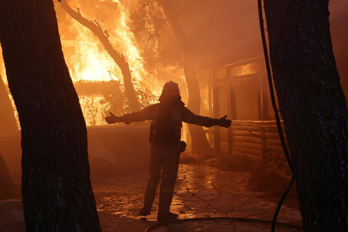 Греція продовжує боротьбу з лісовими пожежами / фото REUTERS