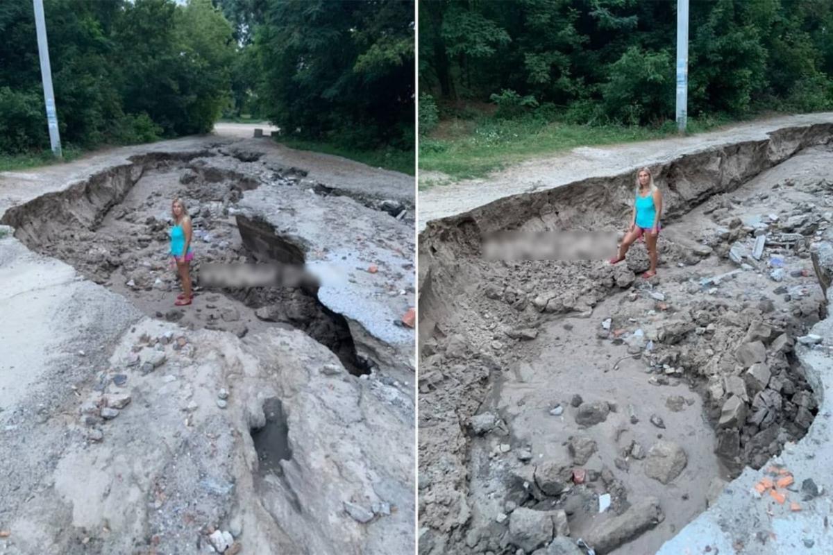 Під Дніпром злива розмила дорогу / фото одного з місцевих пабліків